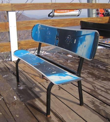A padok használt snowboardokból készültek.